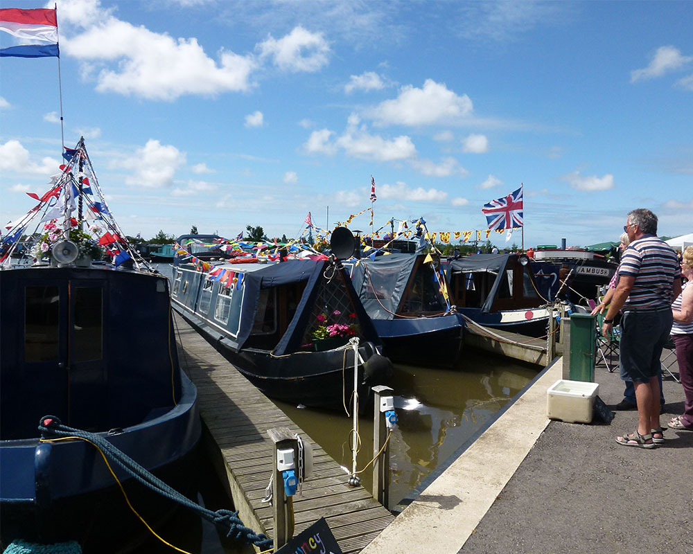 Scarisbrick-Marina-Facilities-Mooring-Longboat-Canal-Boat-Lancashire-Boating-1000x800