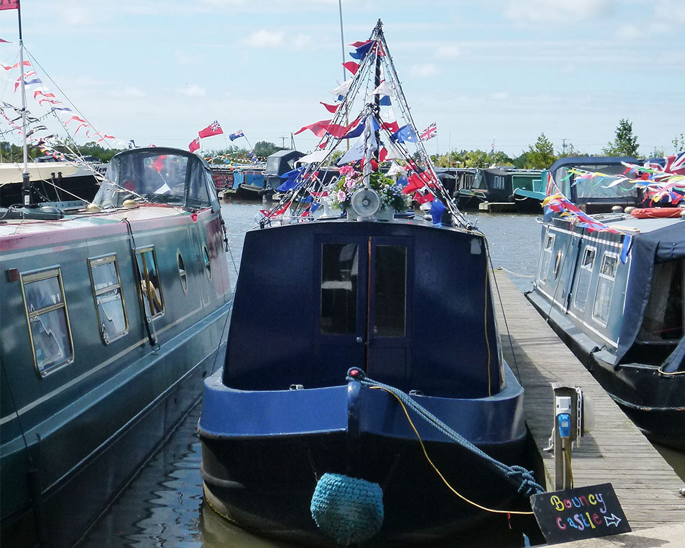 Scarisbrick-Marina-Facilities-Mooring-Longboat-Canal-Boat-Lancashire-Waterways-1000x800